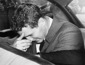 Paul Newman a rendőrautóban